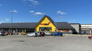 Exterior view of No Frills at Southglen Shopping Centre, 710-730 St. Anne's Road in Winnipeg, MB.